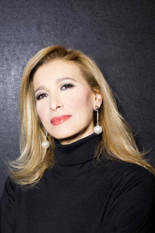 Intervista a Grazia Di Michele a Sanremo con Platinette: gli omofobi sono  vittime di se stessi